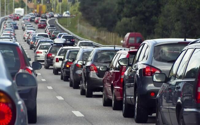 Imposto de veículos que esteja atrasado de 2019 e de anos anteriores poderá ser pago em até 10 vezes; veja como fazer o parcelamento