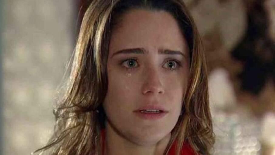 Ana procura por Rodrigo, mas fica abalada ao encontrar sua namorada