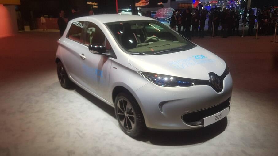 Renault Zoe é aposta da marca francesa na categoria dos carros elétricos; modelo parte de R$ 203.678