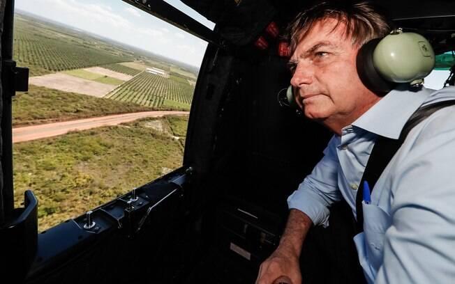 Presidente Jair Bolsonaro sobrevoa o Perímetro Irrigado dos Tabuleiros Litorâneos do Piauí de helicóptero