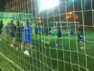 Equipe peruana treinou em campo sintético na noite desta terça-feira