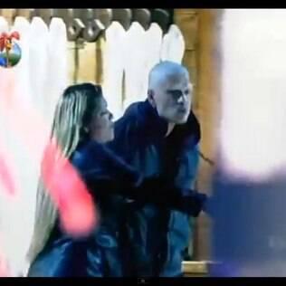 Matheus Verdelho e Andressa Urach cospem um no outro durante briga no reality