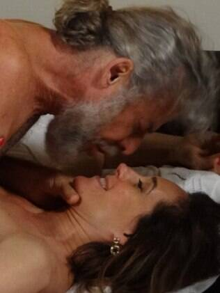 Insaciável, Tereza Cristina aceita pagar Pereirinha pelas noites de sexo
