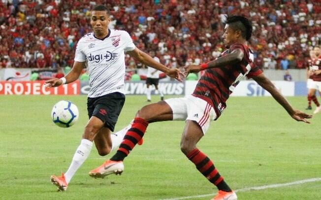 Flamengo e Athletico-PR fizeram jogo bem movimentado no Maracanã