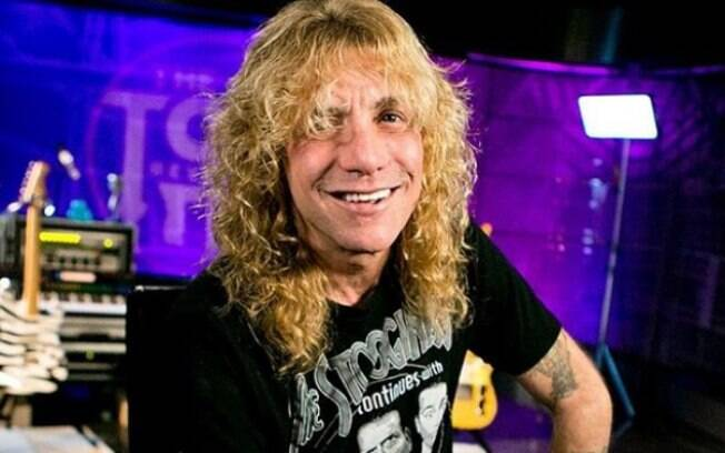 Ex-baterista do Guns N' Roses, Steven Adler, reaparece em vídeo após internação