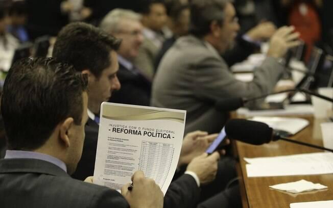 Para valer já nas eleições de 2018, reforma política precisa ser aprovada na Câmara e no Senado até o dia 7 de outubro
