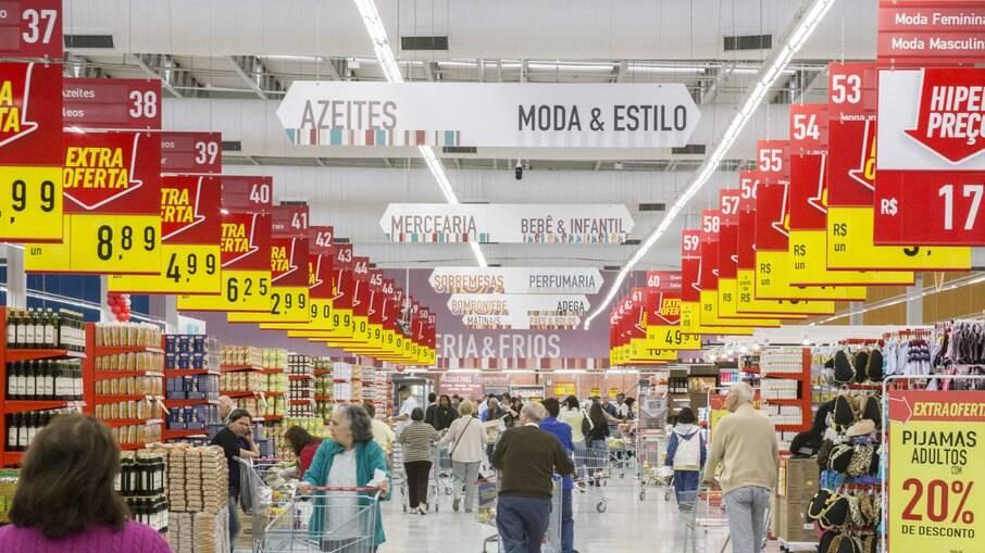 Estabelecimentos comerciais, incluindo supermercados, só poderão vender itens essenciais