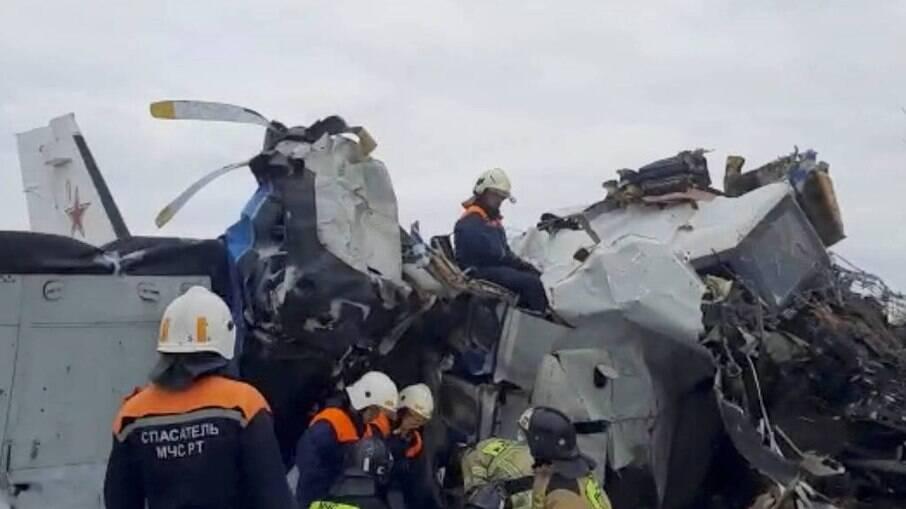 Avião cai na Rússia, causa morte de 16 pessoas e deixa sete feridos