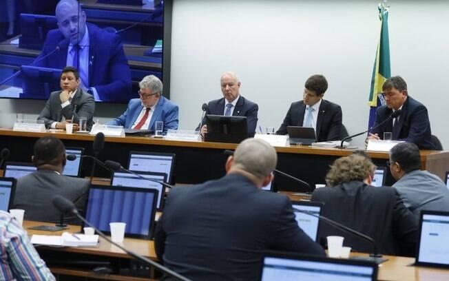 CPI que investiga derramamento de óleo se reuniu nesta terça-feira (18)