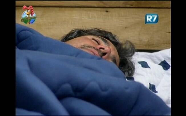 João Kleber dorme com luz acesa