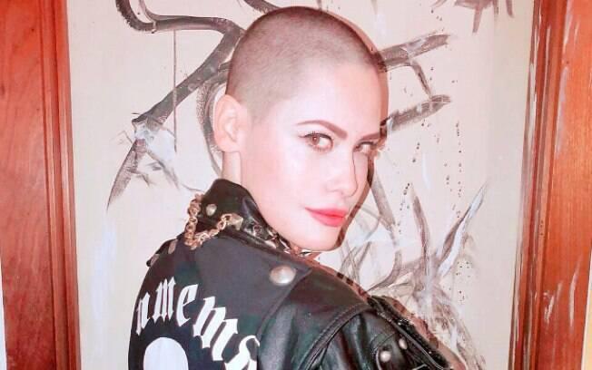 Mayana Moura aderiu à tendência de raspar o cabelo para viver a personagem Satanás na novela