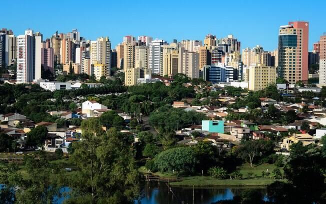 A cidade paranaense de Londrina é outra opção mais em conta que destinos no exterior para quem quer viajar de avião