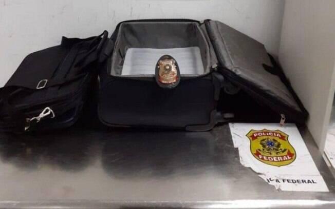Droga estava escondida na bagagem do idoso de 74 anos