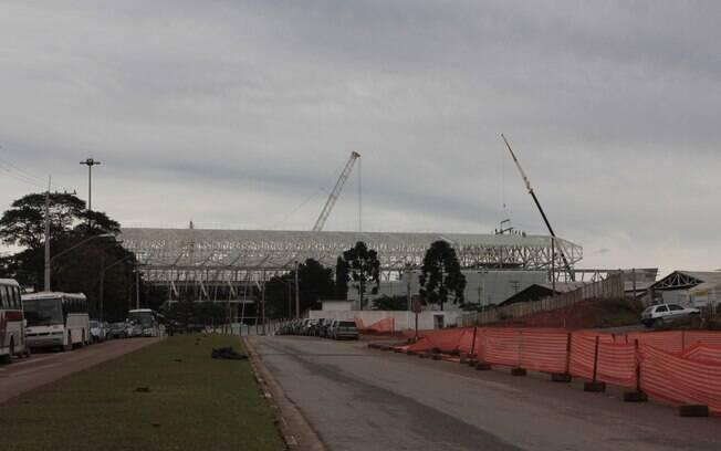 Vista externa da Arena Corinthians dois anos  depois do início das obras em Itaquera
