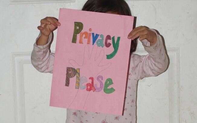 A campanha incentiva que pais publiquem fotos de seus bebês segurando uma plaquinha escrito
