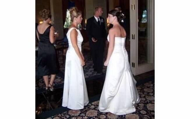 A escritora Amy Pennza conta no Twitter detalhes de quando a sogra apareceu com um vestido de noiva em seu casamento