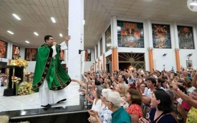 Robson ficou famoso por celebrar missas na TV e por ser líder da Basílica do Pai Eterno, em Trindade