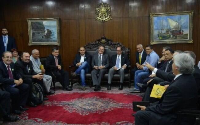Renan Calheiros e os presidentes de centrais sindicais reúnem-se para conversar sobre o Projeto de Lei  4330, que regulamenta terceirização