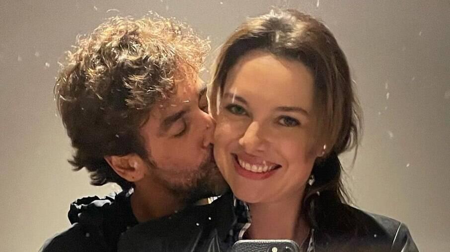Ex do cantor Victor, Poliana Bagatini apresenta namorado
