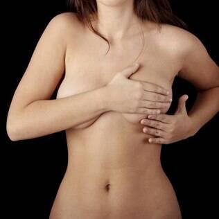 Autoexame: ele ajuda a detectar o câncer de mama, mas não dispensa a visita ao ginecologista