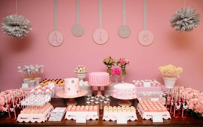 Quando o assunto é decoração neutra para as mesas das meninas, as mães querem logo que seja tudo rosa