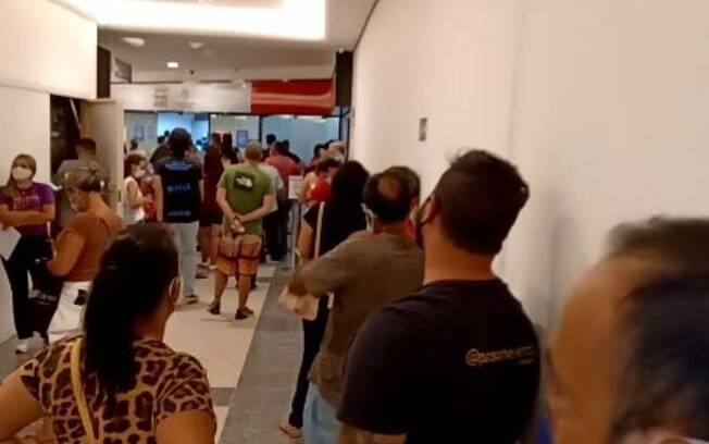 Poupatempo de Campinas tem aglomerao no 1 dia til de 2021