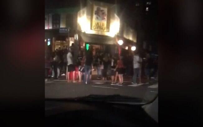 Morador flagra bares lotados no Cambuí durante o fim de semana