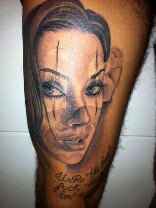 O rosto de Dani bolina tatuado na coxa de seu marido, o modelo Mateus Verdelho