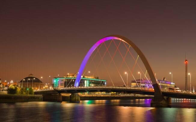 Com a estrutura de um arco, a Ponte Clyde Arc foi inaugurada em 2006 e é outra das pontes famosas no Reino Unido