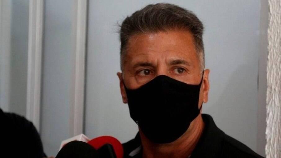 Adonis Lopes, piloto sequestrado que frustrou resgate de bandido no Complexo de Bangu de helicóptero