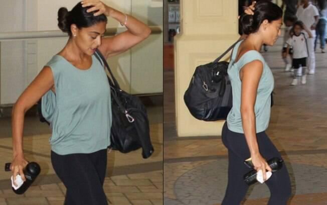Juliana Paes mostra músculos definidos após série de exercícios