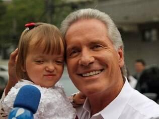 Justus com a filha Rafaella: para o empresário, participar de menos tarefas não o torna menos pai