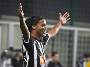 Ronaldinho garantiu que cumprirá contrato com o Atlético até o final