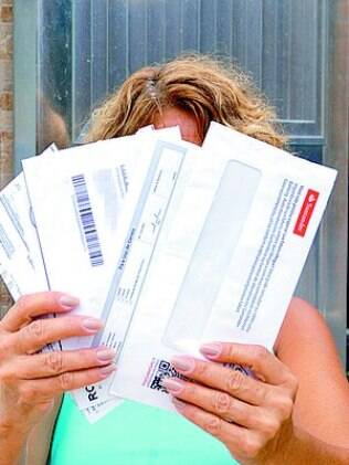Moradora da Chatuba, em Nilópolis, teve que pegar cartas na agência