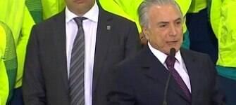 """Temer recebe atletas e diz que não viu discurso de Dilma: """"Não tive a satisfação"""""""