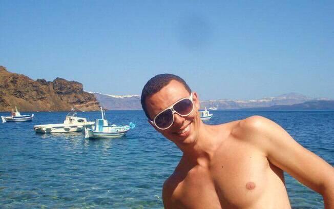 Rodrigo Zanetti em uma das praia de nudismo
