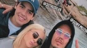 Filho de Faustão viaja por Ibiza com Jade Picon