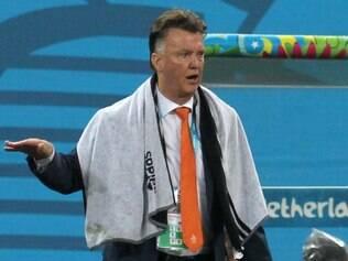 Após quatro vitórias e dois empates, van Gaal teme que sua equipe volte pra casa derrotada