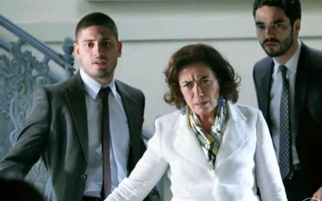 "Império – Cristina toma susto ao ver Cora nova enxuta e acusa: ""Feitiço?"""
