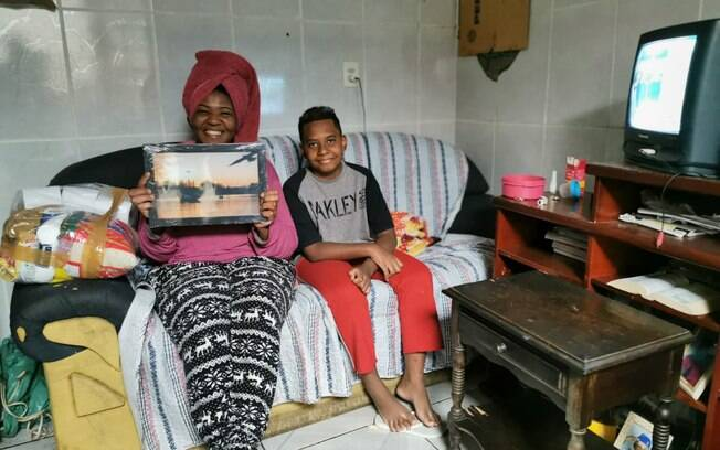 Projeto distribuiu cestas básicas e fotografias na região do Ouro Verde