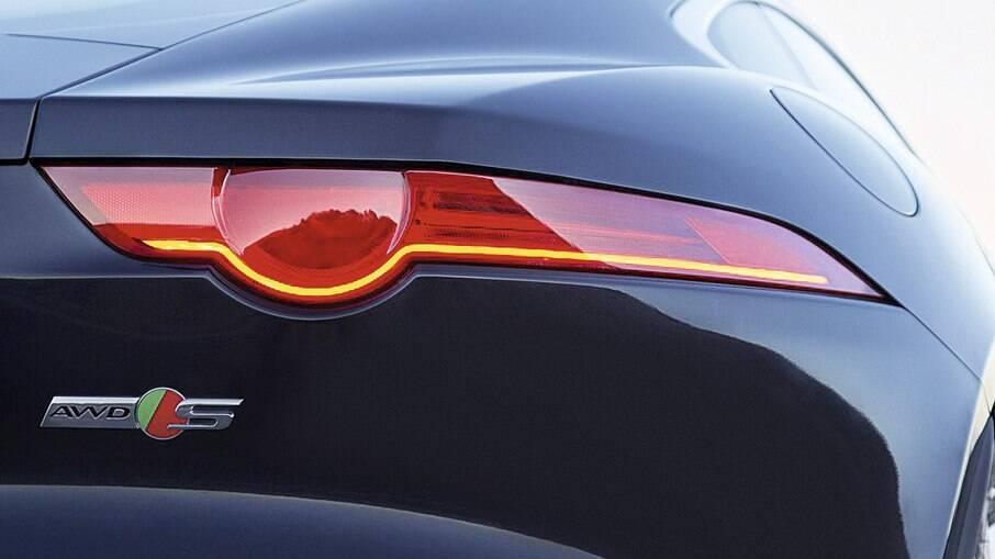 Lanterna do Jaguar F-Type lembra os olhos penetrantes do felino da Jaguar