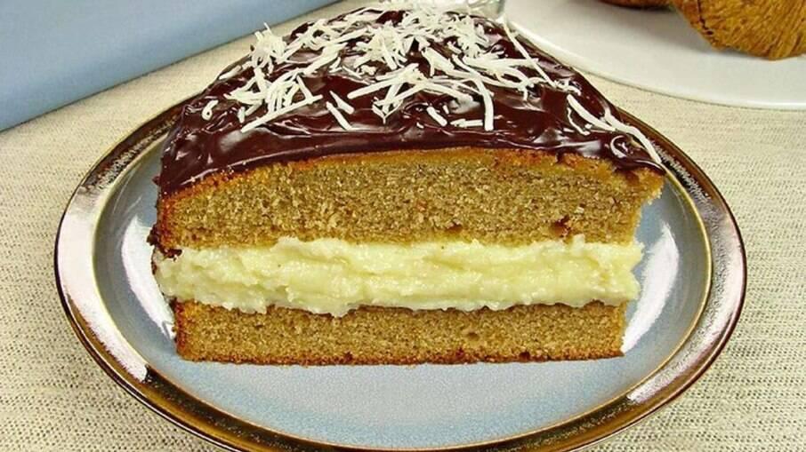 Bolo de pão de mel com beijinho é inusitado, mas fica delicioso!