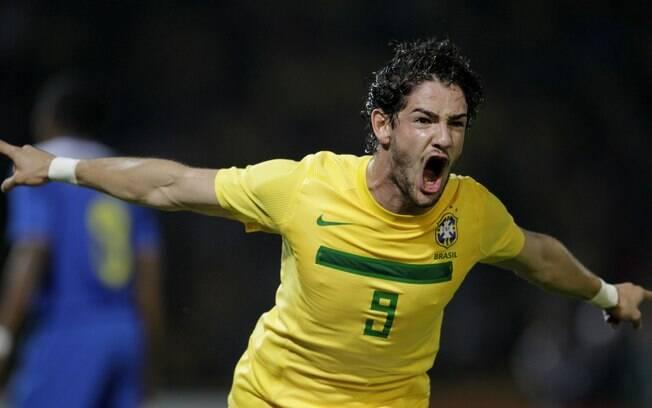 Alexandre Pato comemora gol pela seleção.  Atacante disputou a Copa América de 2011
