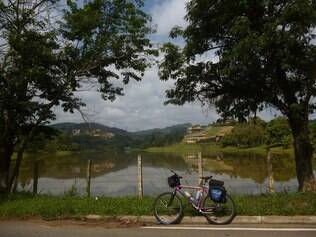 Viajar de bicicleta sozinha implica em riscos, que podem e devem ser minimizados por precaução e planejamento
