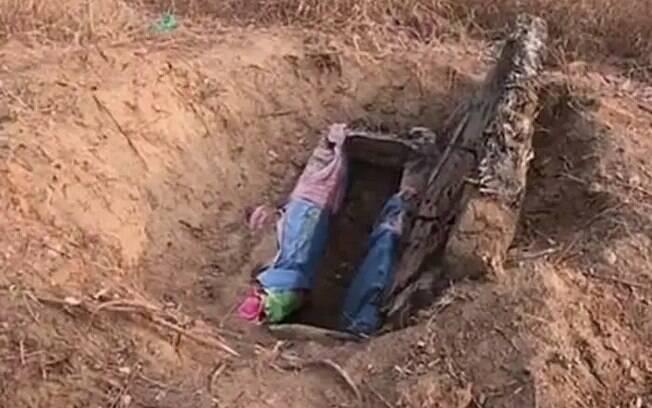 O corpo da chinesa foi desenterrado 12 anos após a sua morte