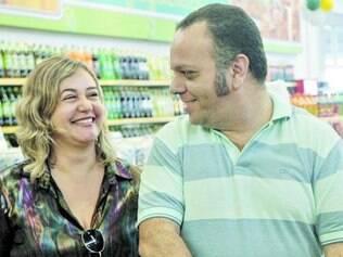 Fabiana e Vicente capricharam na compra de carvão e cerveja