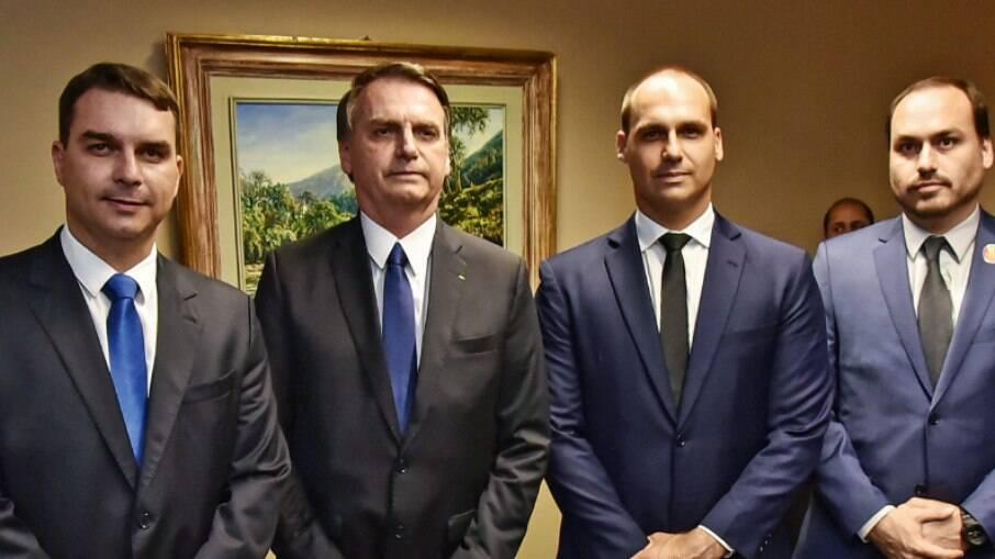 Deputados federais buscam instaurar uma comissão parlamentar de inquérito para investigar as rachadinhas envolvendo a família Bolsonaro