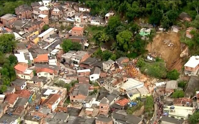 Deslizamento em Niterói destruiu nove casas e pizzaria; Defesa Civil aponta
