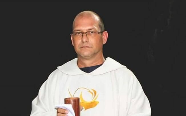Padre Alessandro e converteu à Humanidade Livre após sofrer uma desilusão com a Igreja Católica