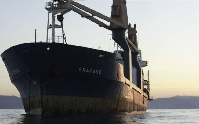 O navio ficou sem combustível em águas brasileiras